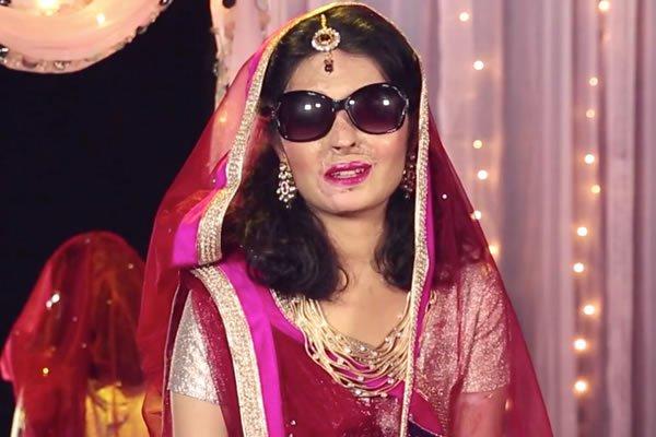 desfile-de-moda-de-ny-tera-como-destaque-jovem-indiana-que-teve-o-rosto-desfigurado